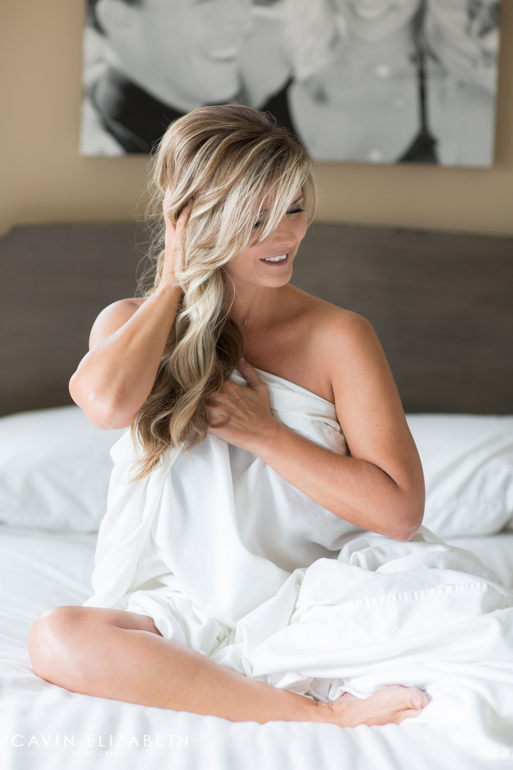 Beautiful boudoir photo ideas and posing on the bed  Cavin Elizabeth Photography  boudoir photographer in. Boudoir Photography Session in San Diego