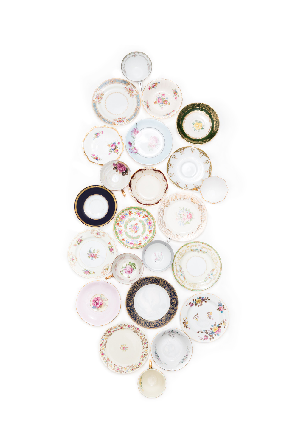 Mix and match vintage china plates from Not My Dish, #WeddingMinimalismProject by Cavin Elizabeth Photography