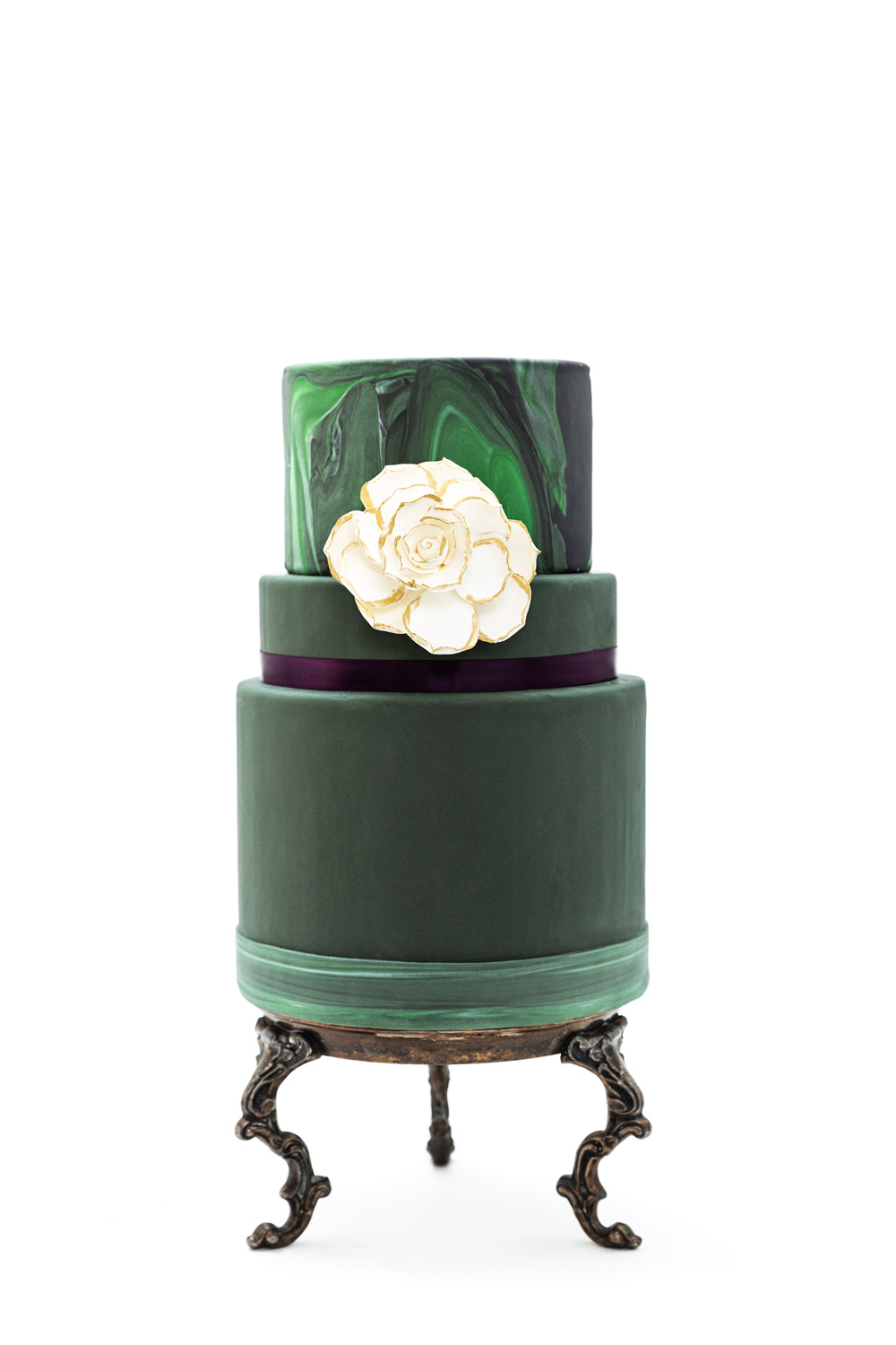 green marble three tier modern wedding cake with white sugar flower by Sweet Cheeks Baking Co in San Diego, #WeddingMinimalismProject by Cavin Elizabeth Photography