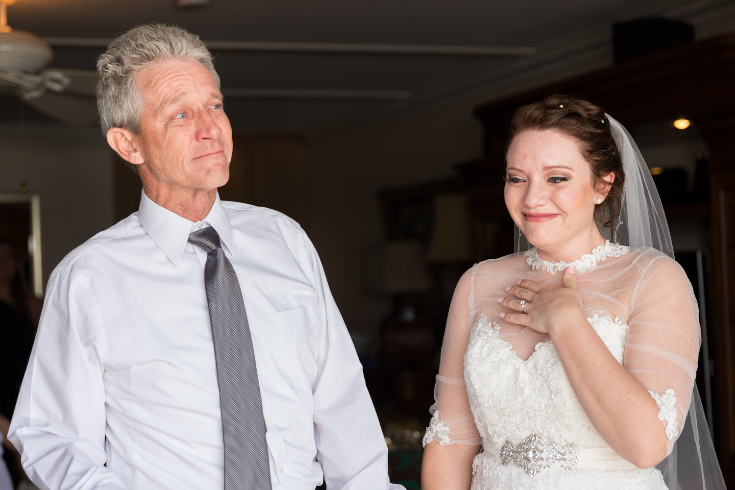 Father sees his daughter for the first time on her wedding day, father daughter wedding first look