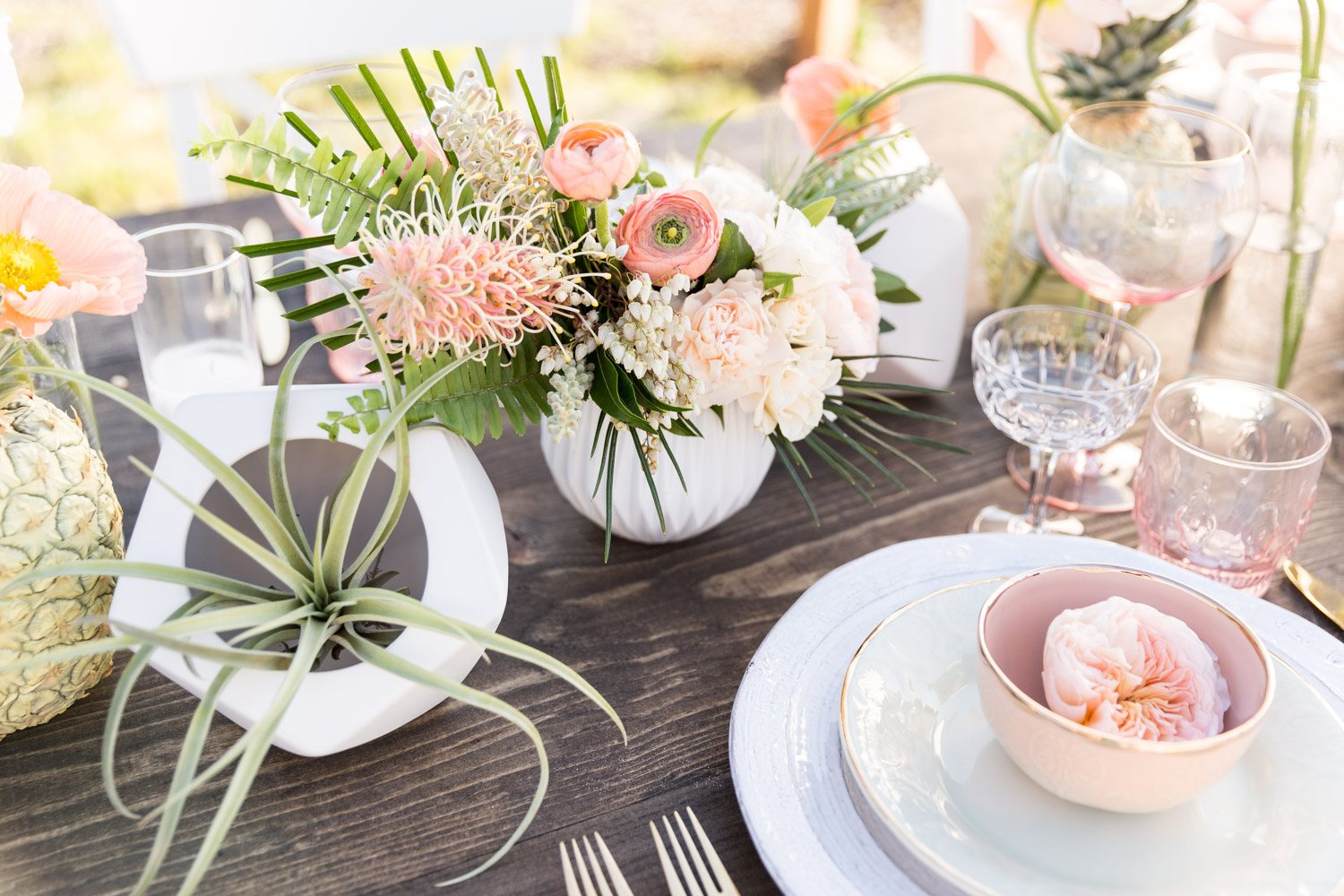 5 great wedding registry ideas for brides and grooms for Cool places to register for wedding