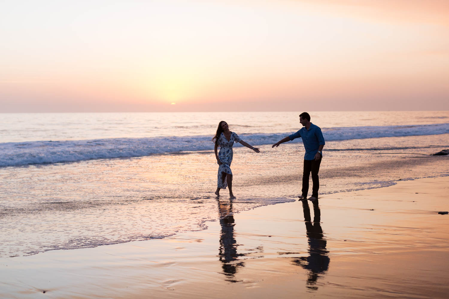 Newport Beach Engagement Photos at The Beachcomber by Cavin Elizabeth Photography