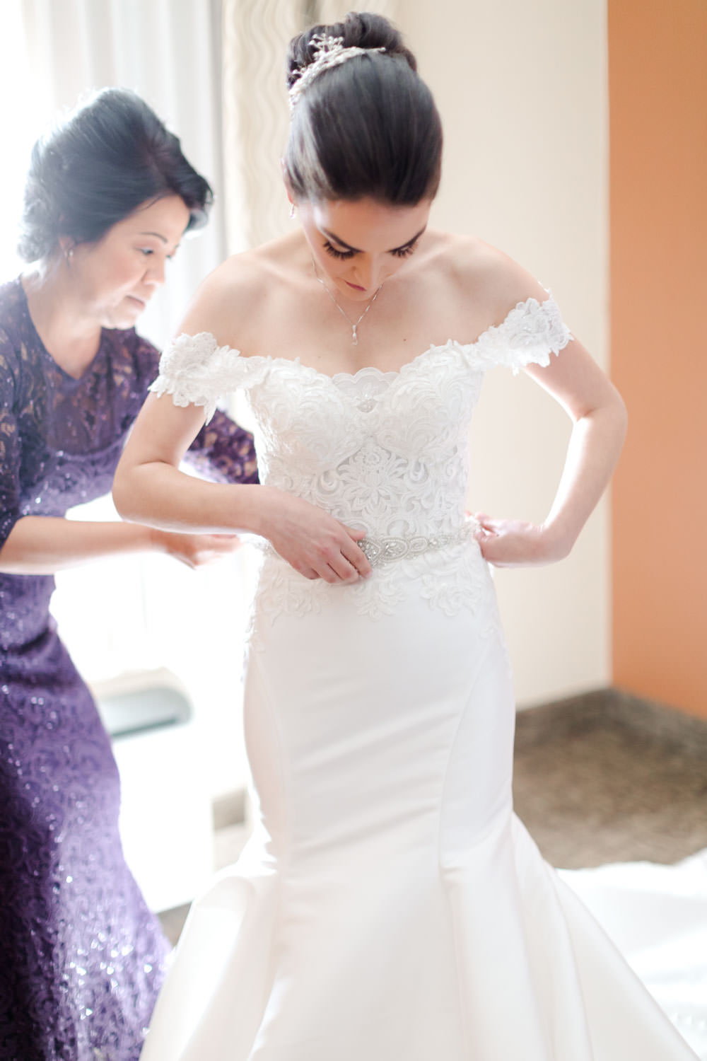 Bride getting ready for her Santaluz Club wedding, Cavin Elizabeth Photography