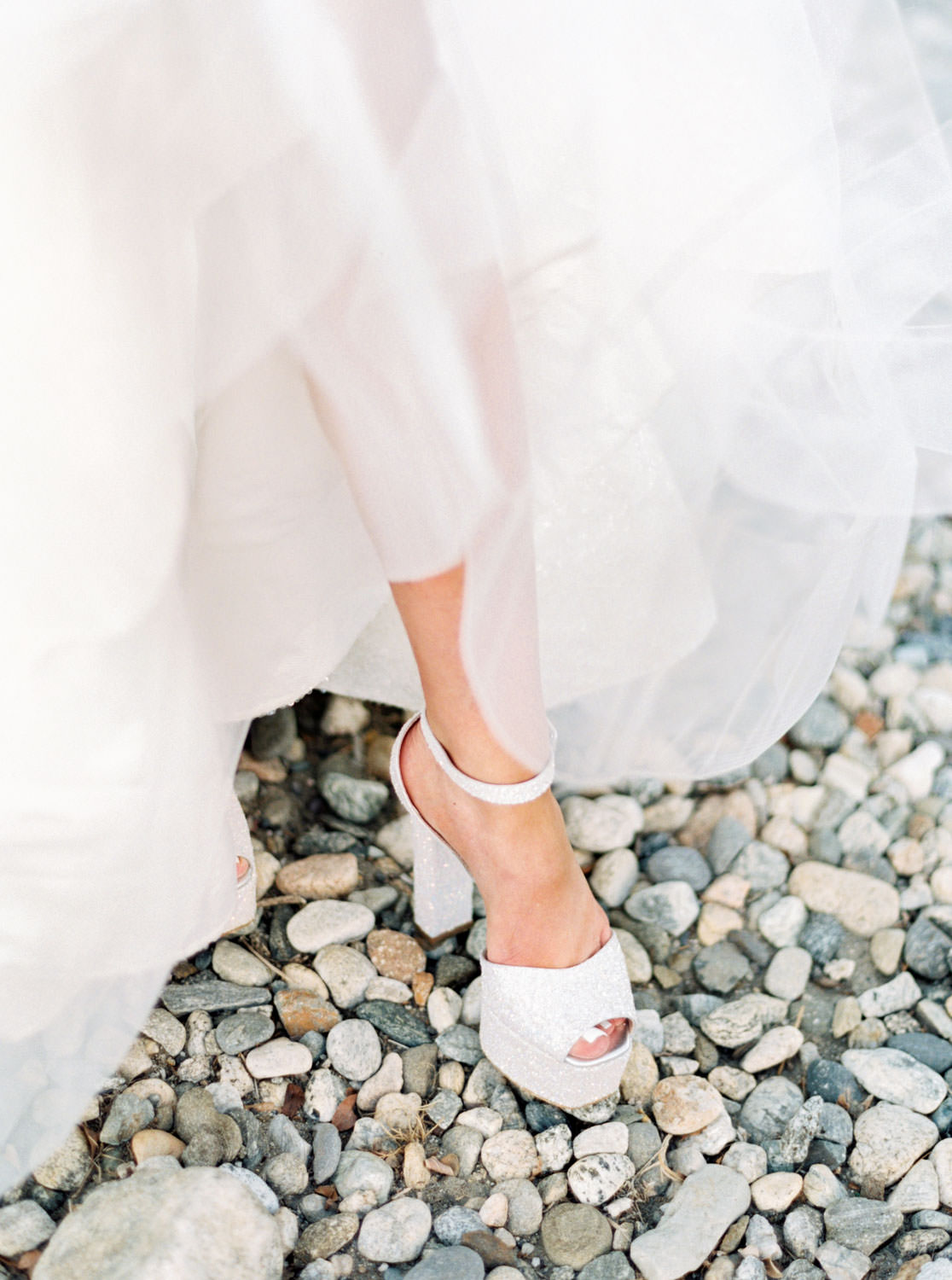 Bride wearing platform white glitter Giuseppe Zanotti pumps. Riviera Palm Springs Wedding by Cavin Elizabeth Photography