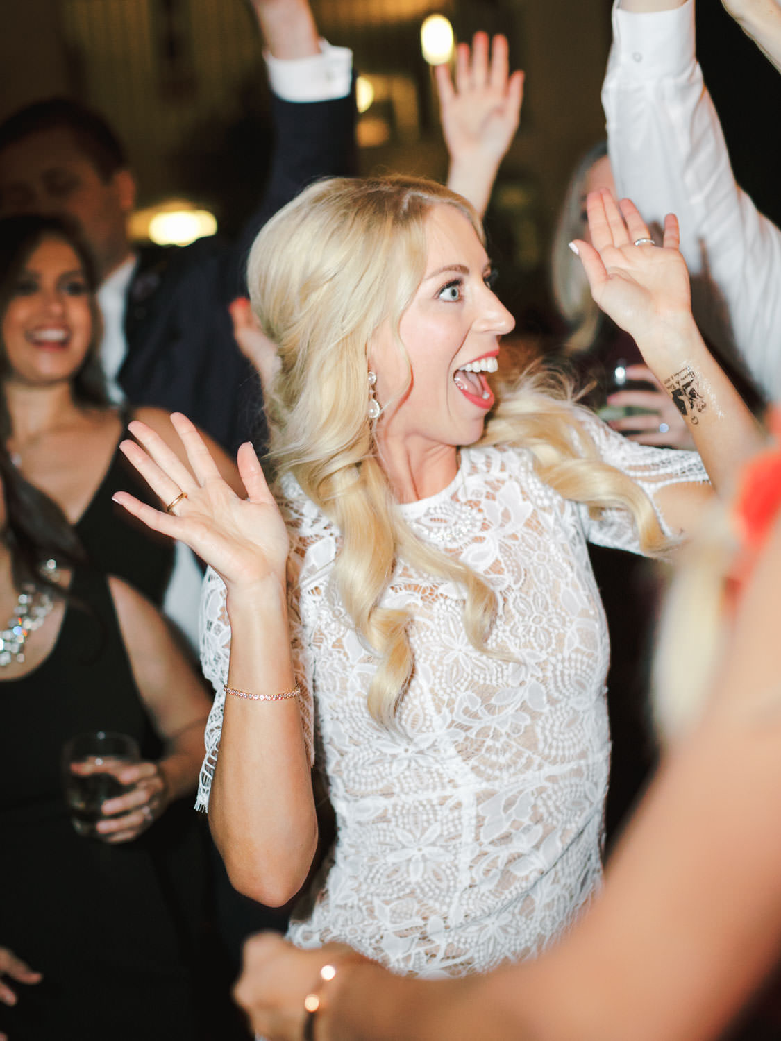 Bride dancing with her friends. Miramonte Resort wedding reception. Photography by Cavin Elizabeth.