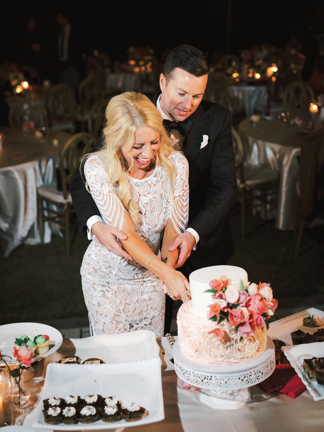 BRide wearing a midi white reception dress cutting the cake with the groom. Miramonte Resort wedding reception. Photography by Cavin Elizabeth.